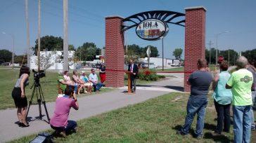 New Prairie Spirit Trail Archway Dedicated in Iola