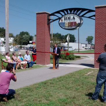 New Prairie Spirit Trail Archway Dedicated in Iola